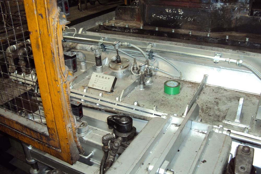 低圧鋳造炉一槽式